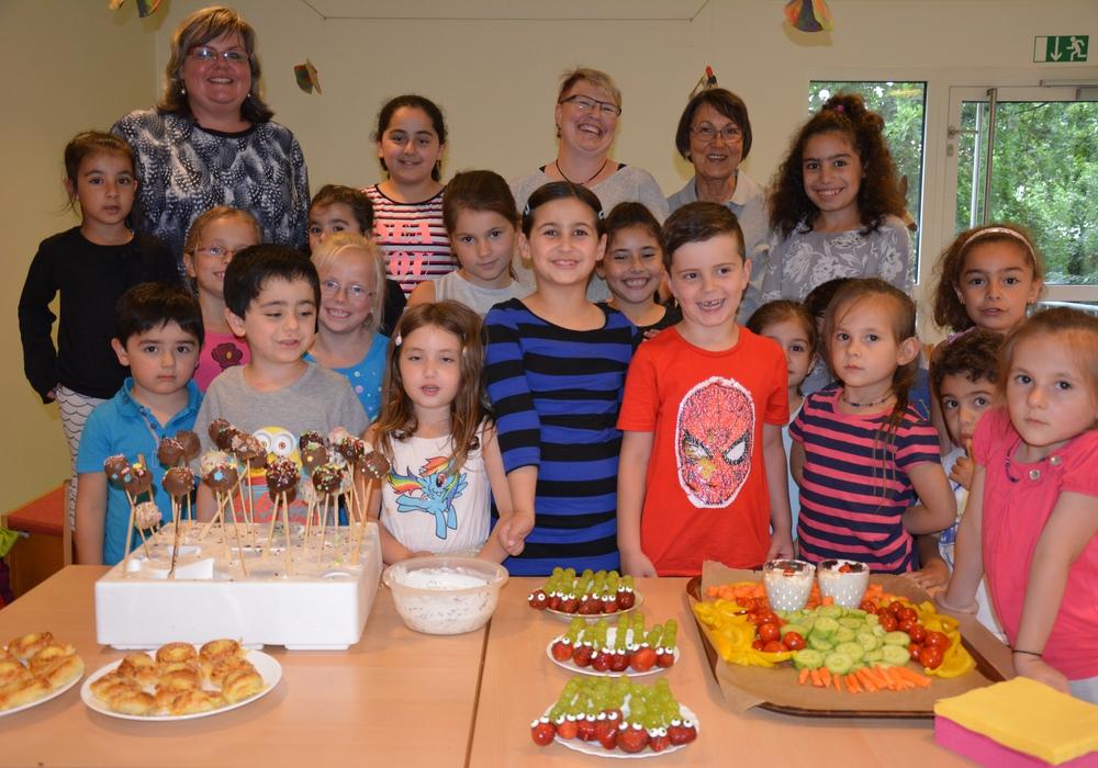 Die kleinen Köche bereiteten jede Menge Leckereien für ein Picknick vor. Foto: Familienzentrum Peine