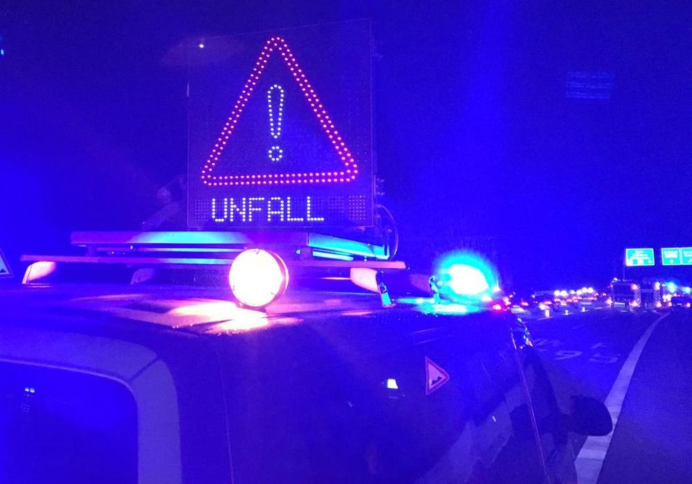 Auf der B188 kam es in der vergangenen Nacht zu einem Unfall.  Symbolbild: aktuell24/ (KR)