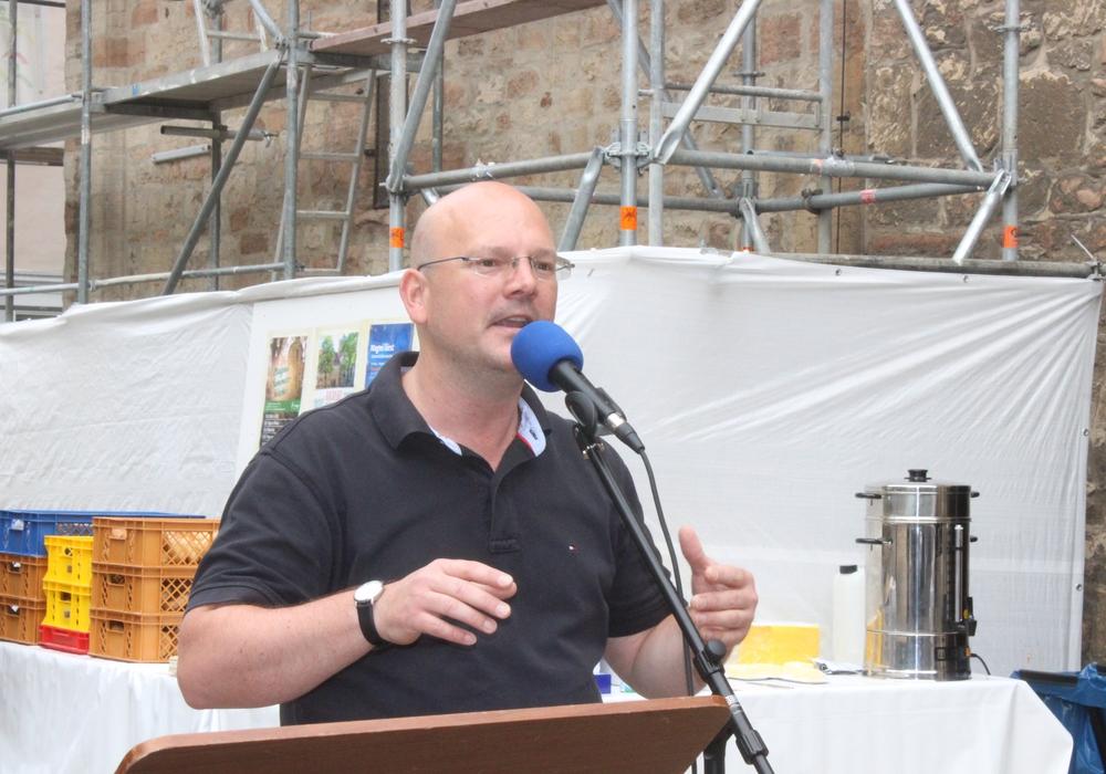 Pastor Henning Böger referiert über das kirchliche Leben in Folge der Industrialisierung. Foto: Anke Donner