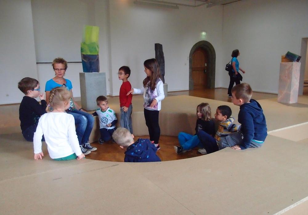 Die Städtische Galerie im Schloss Wolfsburg lädt Kinder und Jugendliche zu Sommerferienspielen ein. Foto: Stadt Wolfsburg