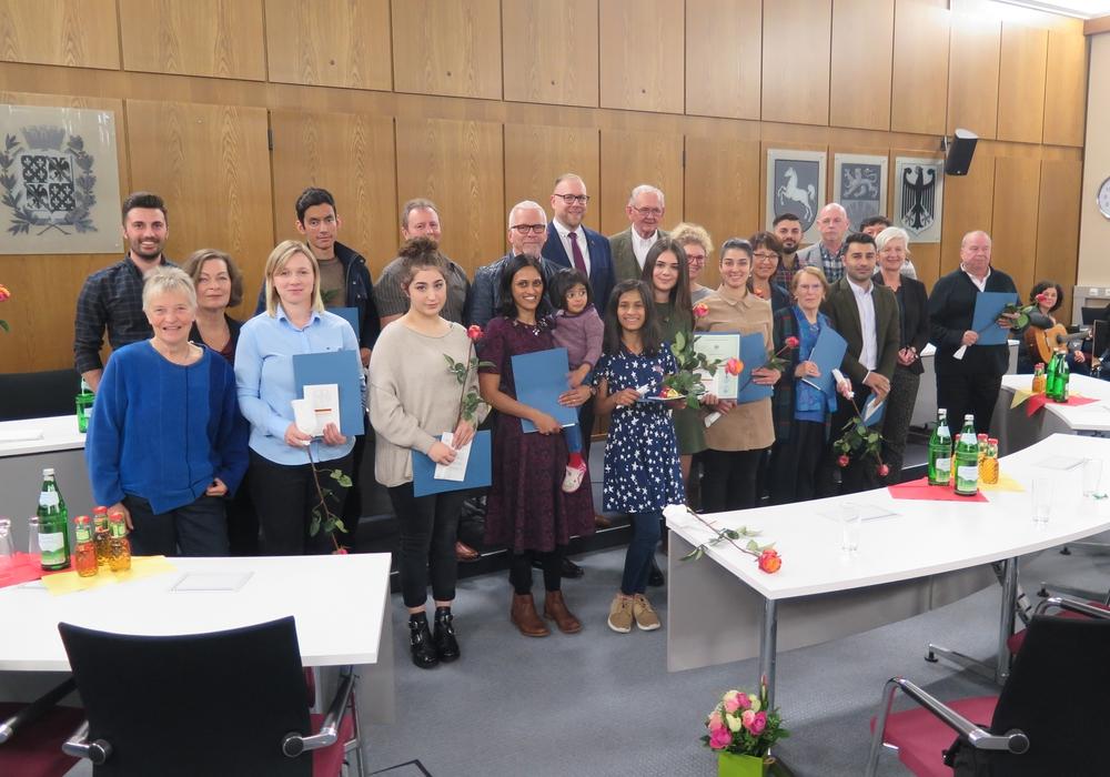 20 Bürgerinnen und Bürger erhielten die deutsche Staatsbürgerschaft. Foto: Landkreis Wolfenbüttel