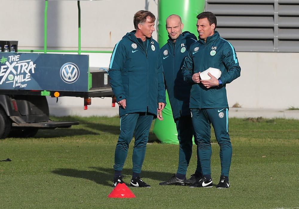 Co-Trainer Fredrik Ljungberg (mitte) und Uwe Speidel (rechts) mit Cheftrainer Andries Jonker. Foto: Agentur Hübner