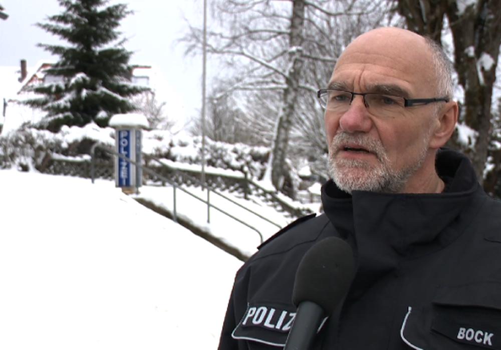 Klaus-Ullrich Bock, Leiter der Polizeistation Braunlage, möchte in Zukunft das sogenannte Driften in Torfhaus verhindern. Foto/Video: aktuell24/bm