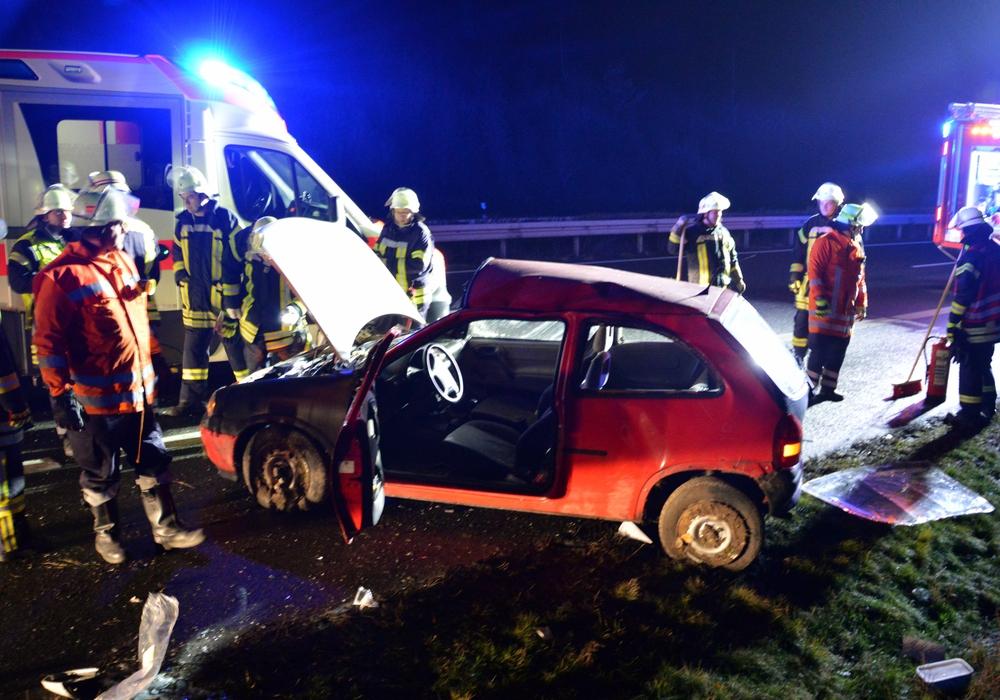 Schwerer Auffahrunfall auf der A39. Fotos: Tobias Breske, Freiwillige Feuerwehren der Gemeinde Cremlingen