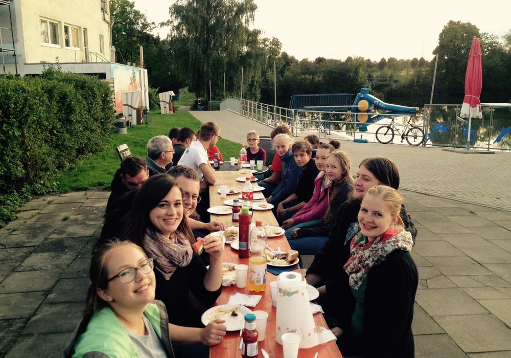 DLRG OG Wolfenbüttel veranstaltete ein gemeinsames Abgrillen am Fümmelsee. Foto: Privat