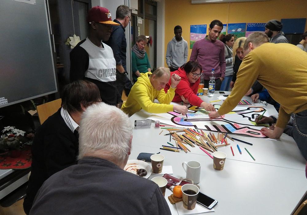 Die Teilnehmer bei der Malaktion. Fotos: Freiwilligenagentur Jugend-Soziales-Sport