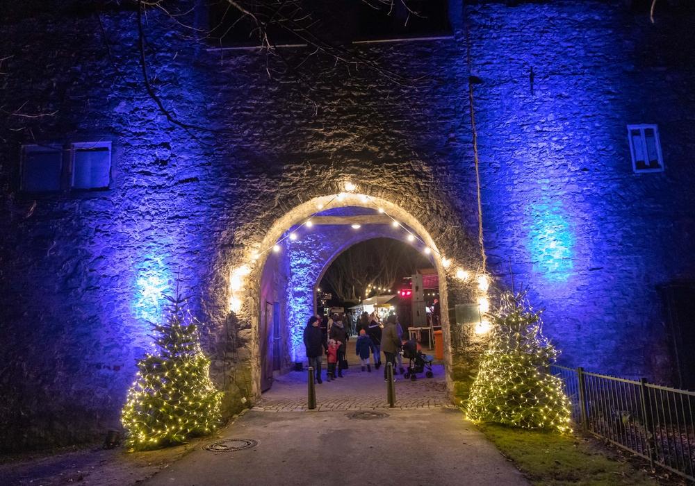 Bei bestem Glühweinwetter kamen die Besucher auf dem Weihnachtsmarkt zusammen. Foto: Rudolf Karliczek