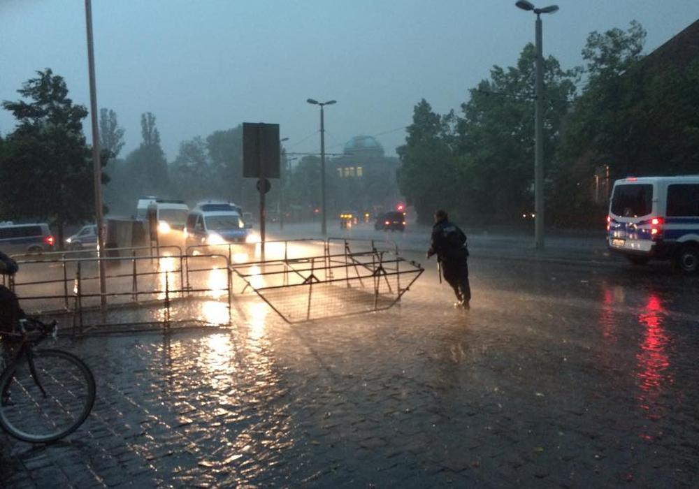 Neben dem Sturm werden teils auch schwere Regenfälle erwartet. Symbolfoto: Werner Heise