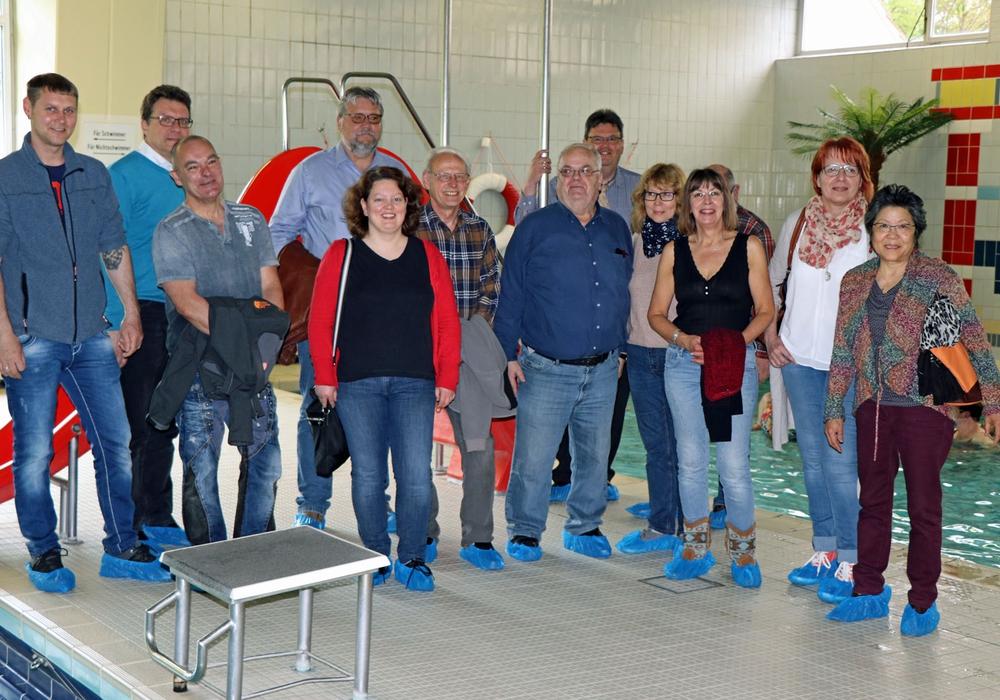 Die SPD-Ratsfraktion aus Helmstedt und Büddenstedt will sich für den Erhalt des Schwimmbads einsetzen. Fotos: SPD