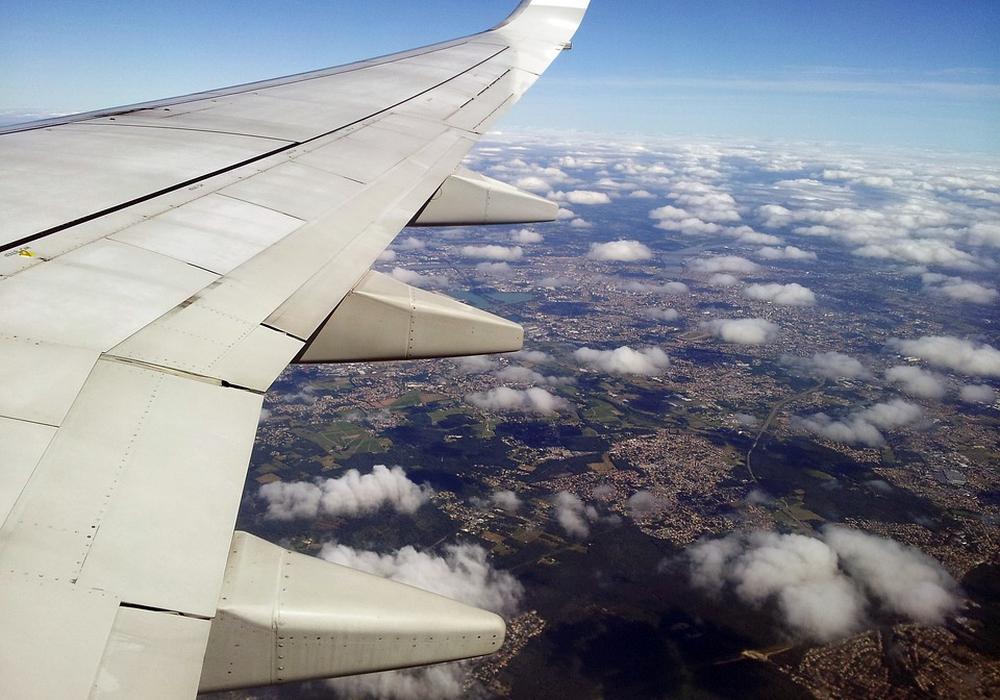 Laut Bundesamt für Statistik nehmen immer mehr Menschen das Flugzeug. Foto: Pixabay