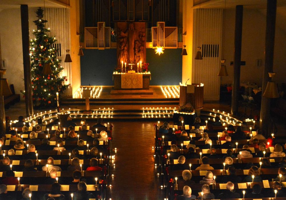 Wunderschön illuminierten die Lichter das Innere der Martin-Luther Kirche. Foto: Evangelisch-Lutherischer Kirchenkreis Peine