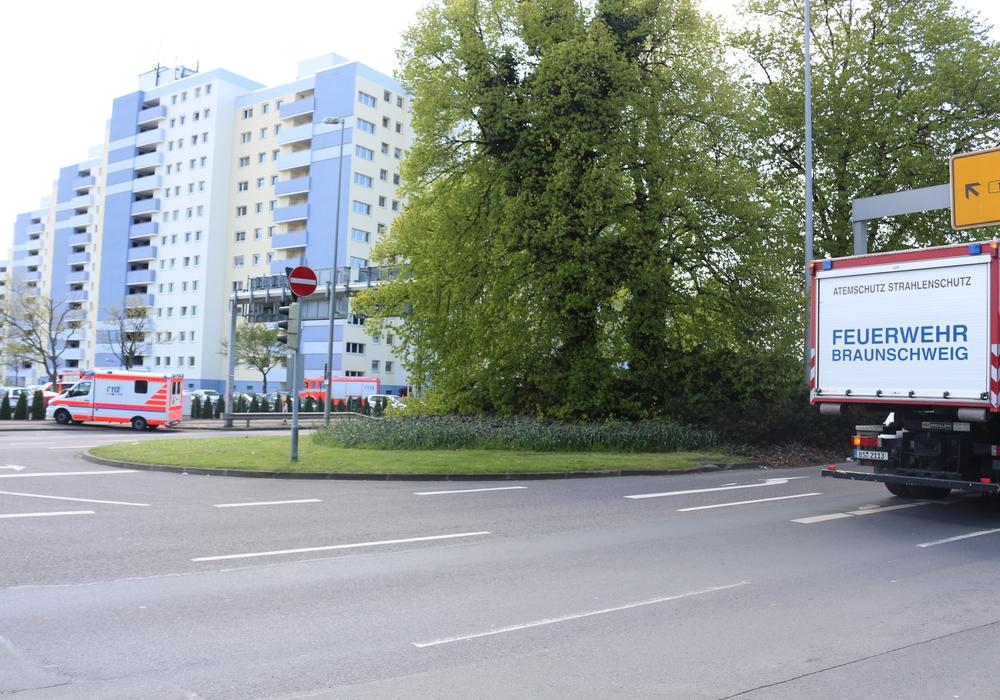 Zwei Löschzüge rückten an der Hannoverschen Straße an. Foto: Robert Braumann