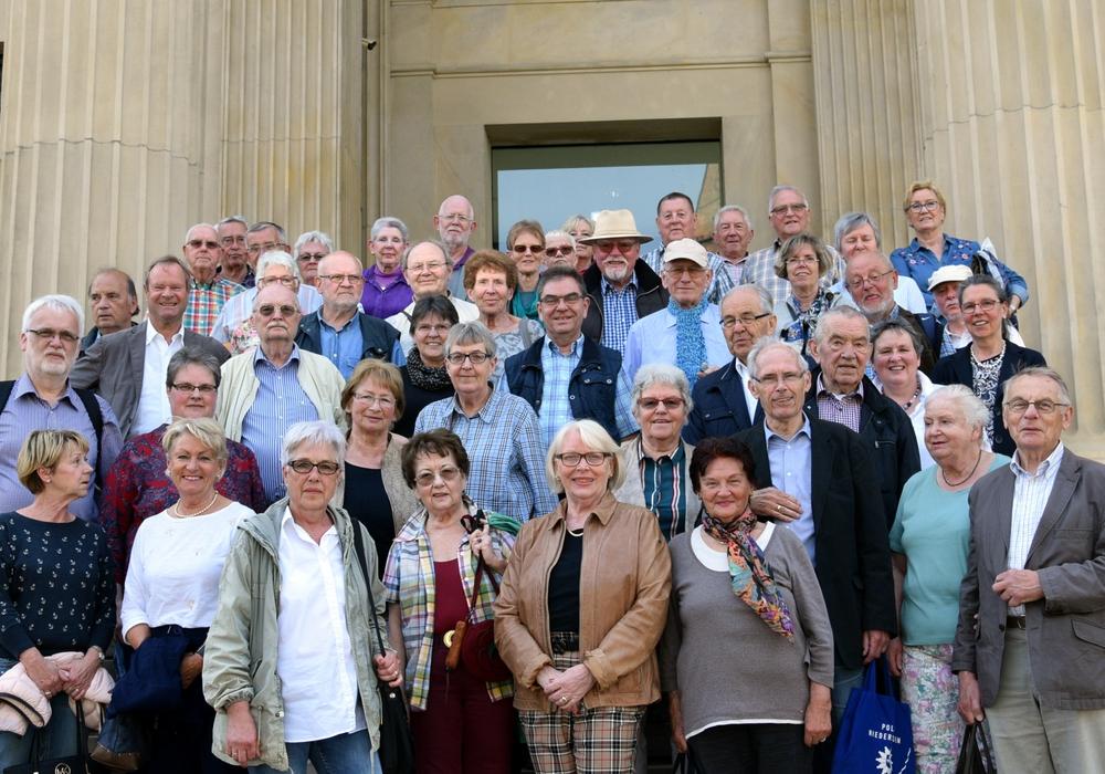 Die Besuchergruppe aus Wolfenbüttel vor dem Landtag. Fotos: Jürgen Damm