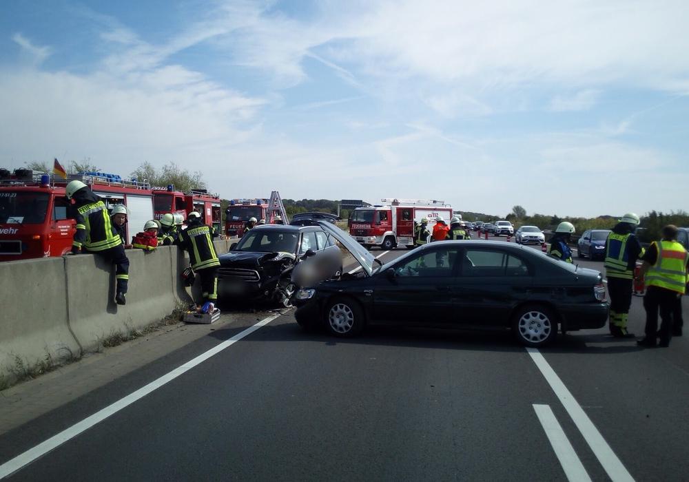 Bei dem Unfall wurde niemand verletzt. Fotos: Feuerwehr Flechtorf