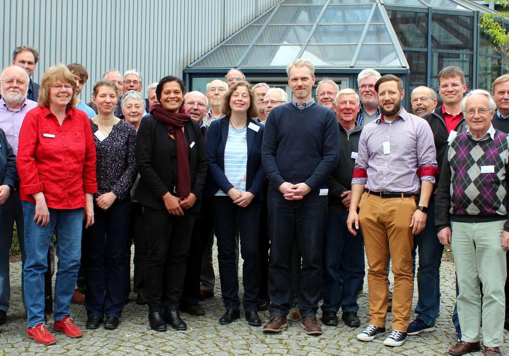 Gesprächsteilnehmer, Referenten und Mitarbeiterinnen des Bildungszentrums. Foto: Bernd-Uwe Meyer