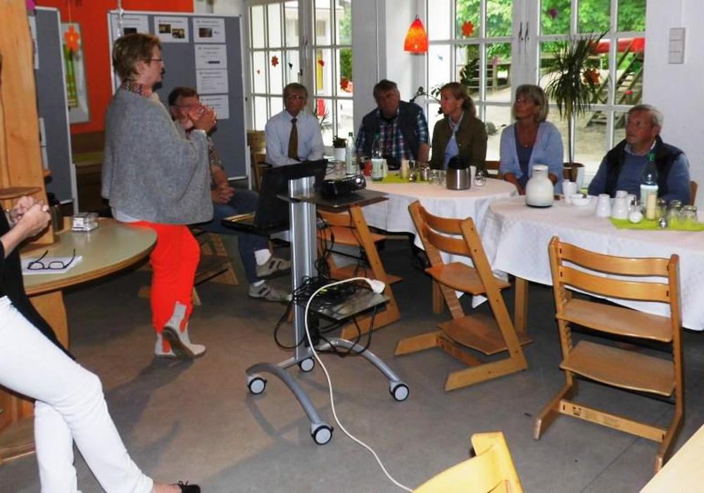 Die CDU-Stadtratsfraktion während ihres Besuches im Kinder- und Familienzentrum Karlstrasse. Foto: Andreas Meißler