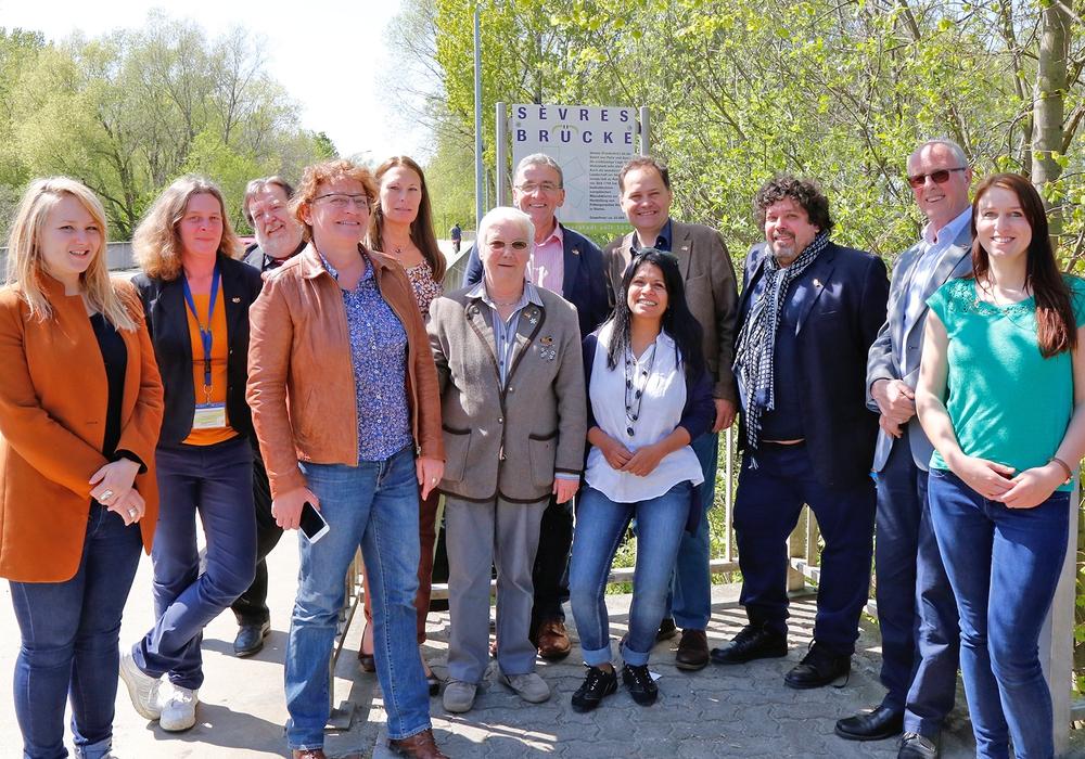 Die Delegation aus Sèvres zusammen mit Bürgermeister Pink. Foto: Stadt Wolfenbüttel