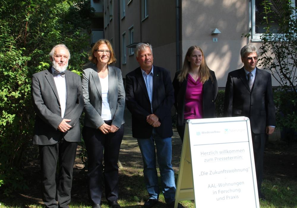 Prof. Dr. Reinhold Haux, Silke Pförtner, Torsten Voß, Corinna Mielke und Dr. Harald Schrom (v. li.). Fotos und Video: Alexander Dontscheff