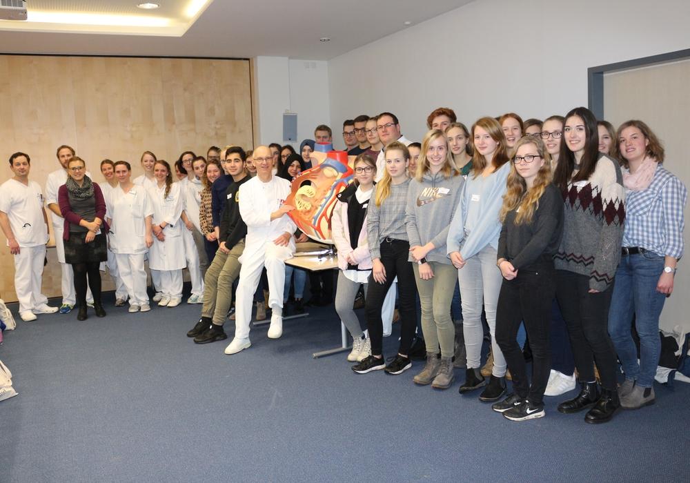 31 Schüler aus den drei Gymnasien der Stadt konnten einen Tag lang Klinikumluft schnuppern. Fotos. Anke Donner