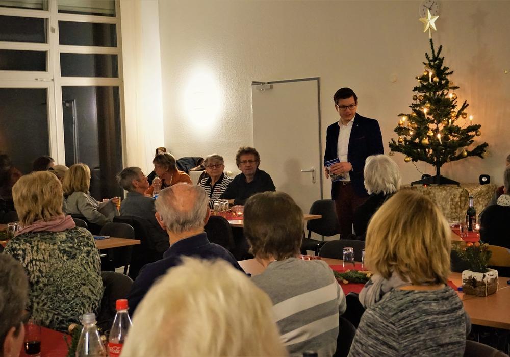 Björn Försterling, erster Vorsitzender DRK Wolfenbüttel, dankt allen Helfern und wünscht frohe Weihnachten und ein gesundes 2017. Foto: Privat