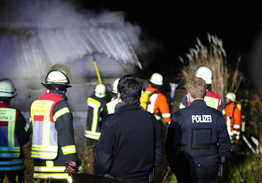 Durch den beherzten Einsatz der Kameraden konnte der Brand gelöscht werden. Video/Fotos: Rudolf Karliczek