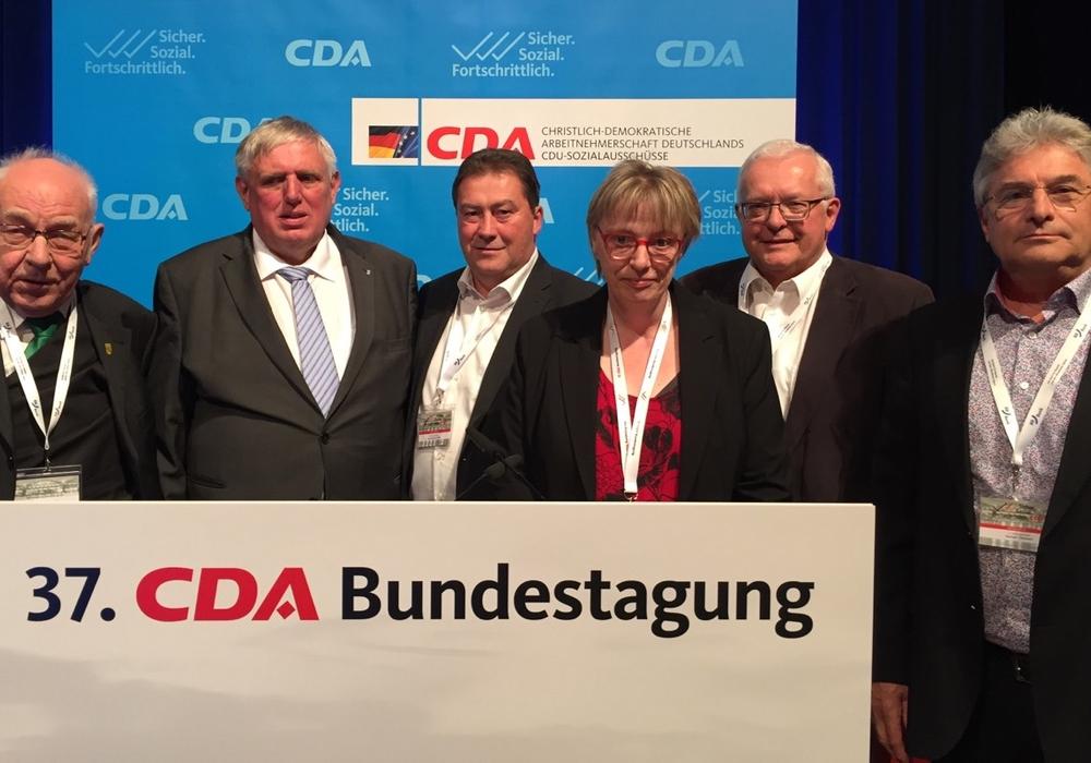 Die Wolfenbütteler Delegierten mit dem CDA-Bundesvorsitzenden Karl-Josef Laumann (v.li.: Dieter Lorenz, Karl-Josef Laumann, Uwe Lagosky, Stephanie Steckhahn, Klaus Hantelmann, Herbert Theissen). Foto: CDA