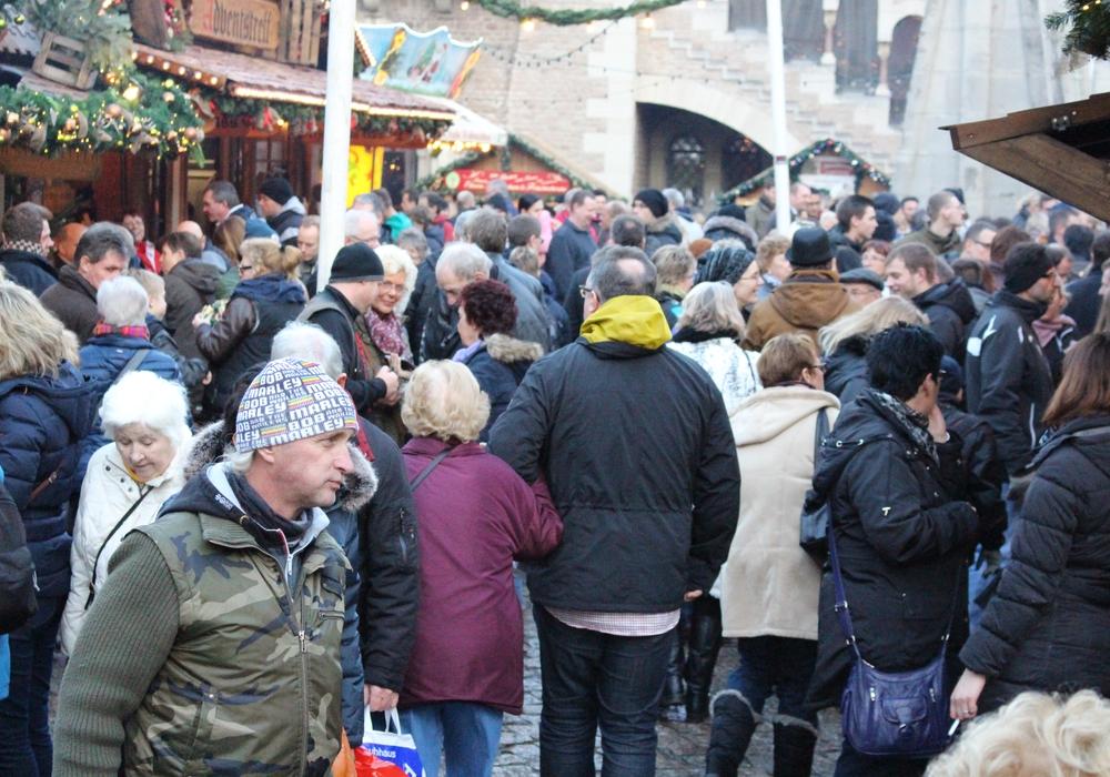 Der Weihnachtsmarkt lockt derzeit wieder viele Besucher in die Innenstadt. Foto: Archiv/Max Förster