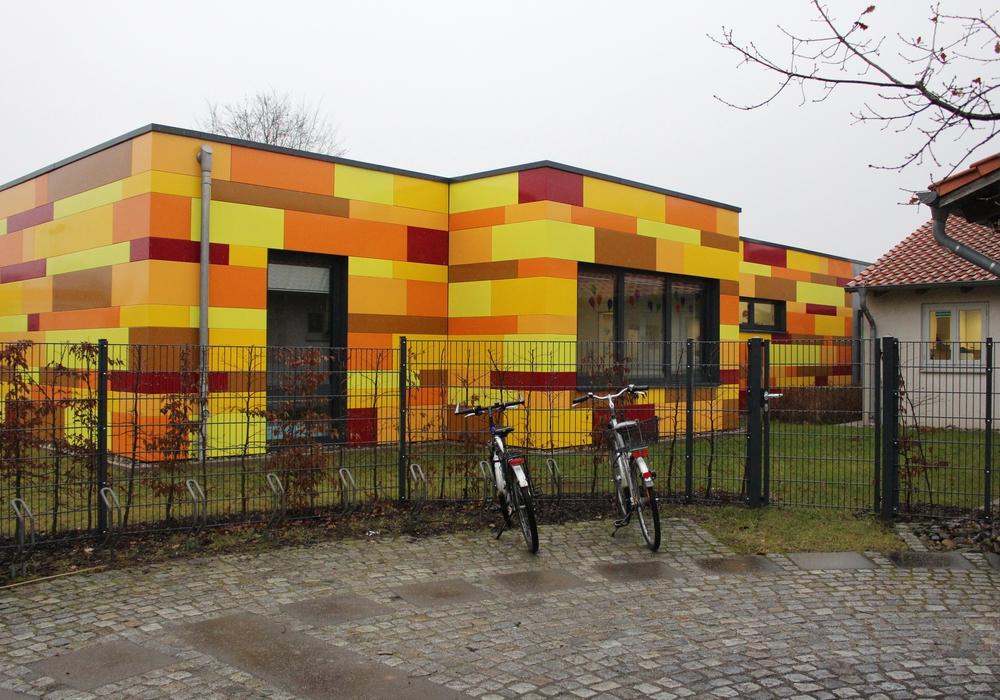 So farbenprächtig wie die Außenfassade des Kindergartens, waren auch die Räumlichkeiten der einzelnen Gruppen geschmückt. Foto: Nick Wenkel