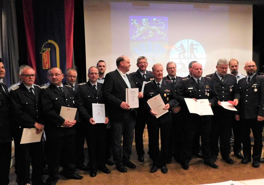 Die Geehrten des Abends. Fotos: Kreisfeuerwehrverbands Wolfenbüttel