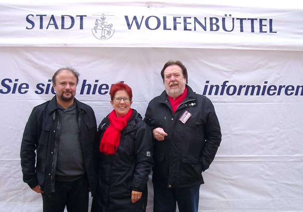 Musa Irilci, Dörthe Weddige-Degenhardt und Heinz-Rainer Bosse stellen sich zum Bürgergespräch Foto: SPD