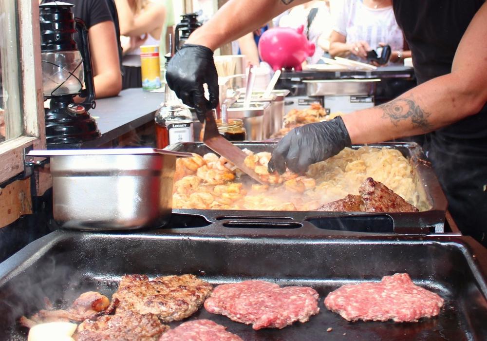 Einer der besten Köche Deutschlands konnte kurzfristig für das 1. Wolfenbütteler Street Food Weekend im Rahmen des Maifestes (20. bis 22. Mai 2016) verpflichtet werden: Teppanyaki-Meister Xiao Wang. Symbolfoto: Sina Rühland