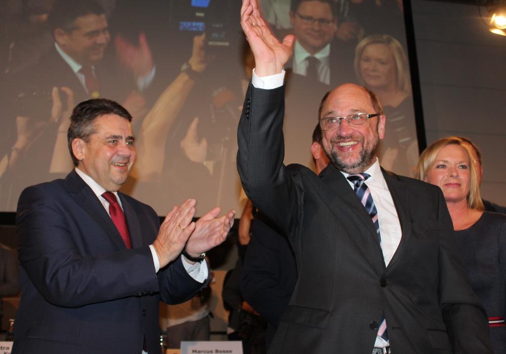 Der alte und neue Außenminister? Sigmar Gabriel (li.) und Martin Schulz bei einer Veranstaltung in Wolfenbüttel. Foto: Nick Wenkel