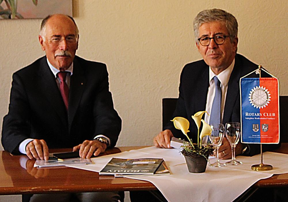 Hans H. Symens und Dr. Rolf Mayer planen das neue Präsidentschaftsjahr. Foto: Frederick Becker