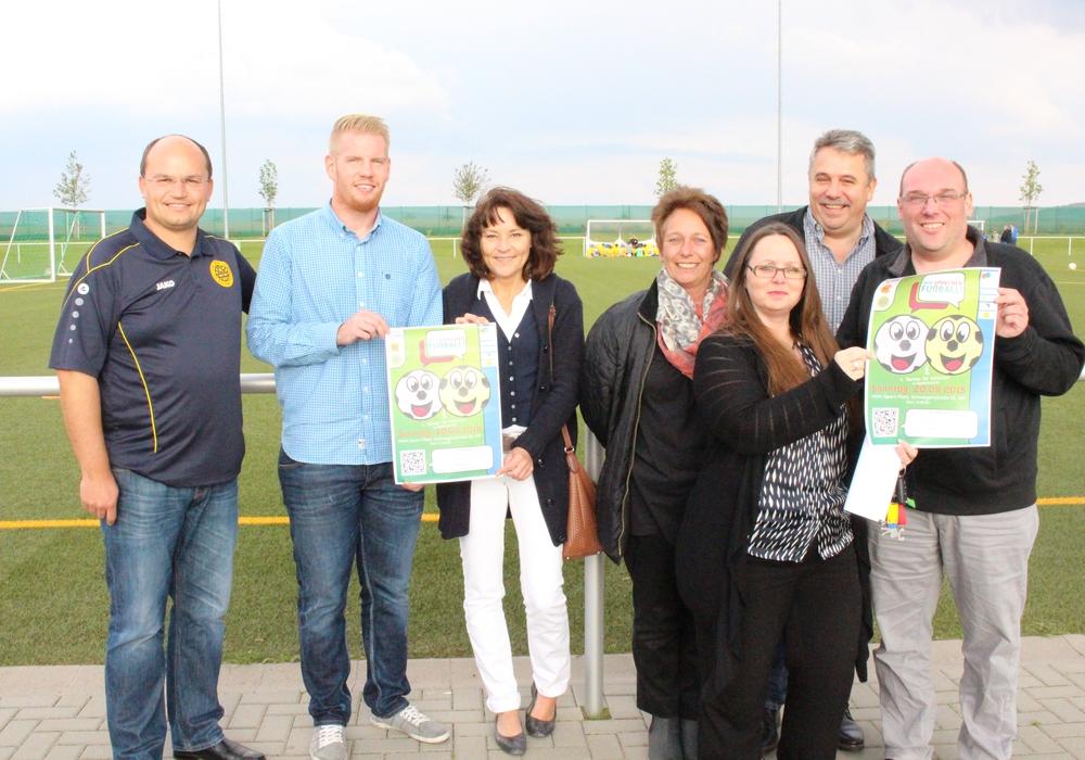 Von links: Henrik Föhring (Jugendleiter BSV), Jan Sturm (Stadt Wolfenbüttel), Iris Kohlrusch und Martina Heike (Ehrenamtliche), Tanja Deimling (Sparda Bank), Uli Heike (Ehrenamtlicher) und Oliver Ding (Freiwilligenagentur) Foto: Max Förster