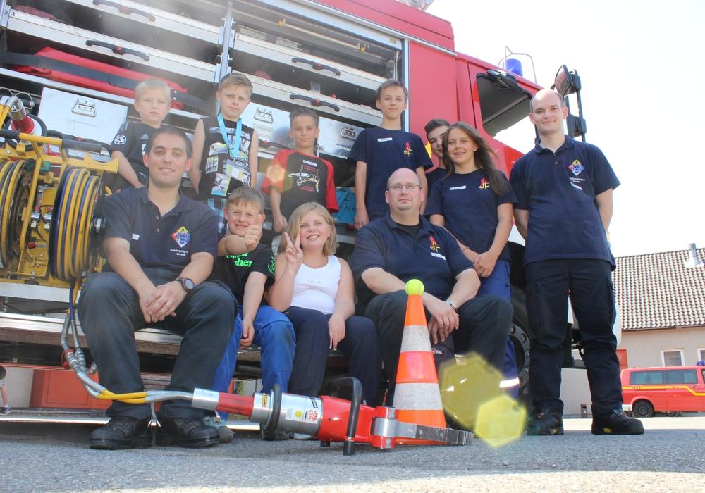 Sechs Kinder besuchten am Freitag die Feuerwache der Freiwilligen Feuerwehr Goslar. Fotos: Anke Donner