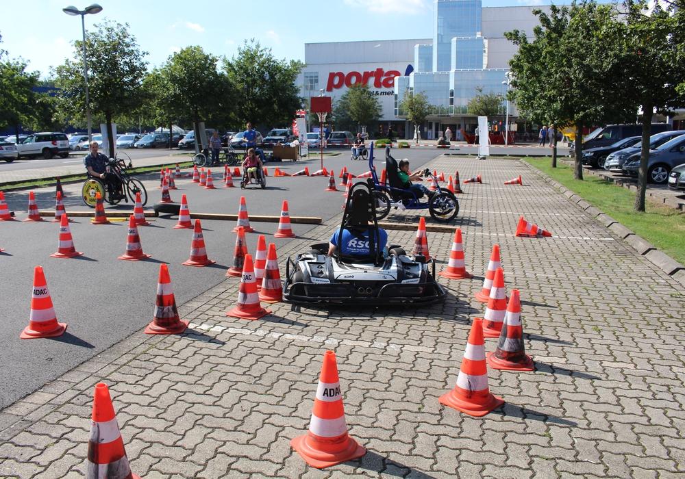 Vom umgebauten Kart bis zum Handbike konnte alles ausprobiert werden. Fotos: Jan Borner