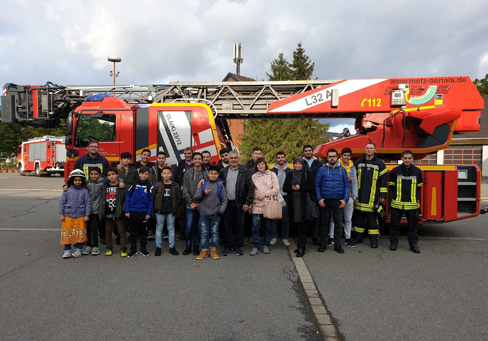 Anlässlich eines Projekts des Bildungs- und Interkulturellen Zentrums und der Freiwilligenagentur besuchten Kinder und Jugendliche mit Migrationshintergrund die Feuerwache in Goslar. Fotos: BIZ e.V. Goslar