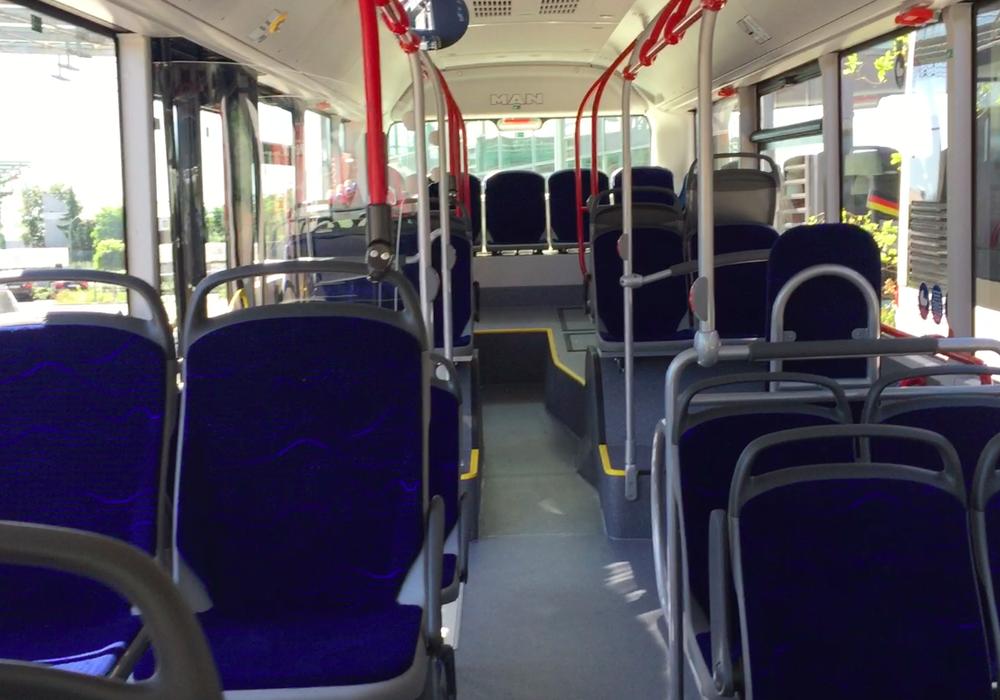 In den E-Bussen der KVG soll es bald kostenloses WLAN geben. Symbolfoto: Archiv