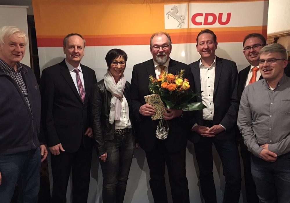 Hans-Peter Dreß erhielt nicht nur Blumen, sondern auch vollste Unterstützung seiner Parteikollegen. Foto: CDU