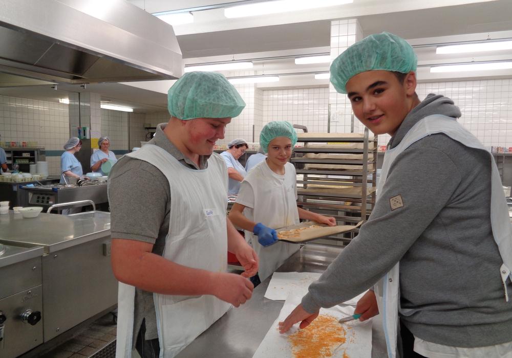 Schüler der Leibniz-Realschule erlebten einen Praxistag im Klinikum. Foto: Städtisches Klinikum