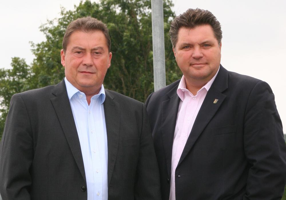 """Uwe Lagosky (li.) und Uwe Schäfer wollen Fahrzeuge des Landkreises nachrüsten, um schwere Unfälle aufgrund des """"toten Winkels"""" zu vermeiden. Foto: CDU"""