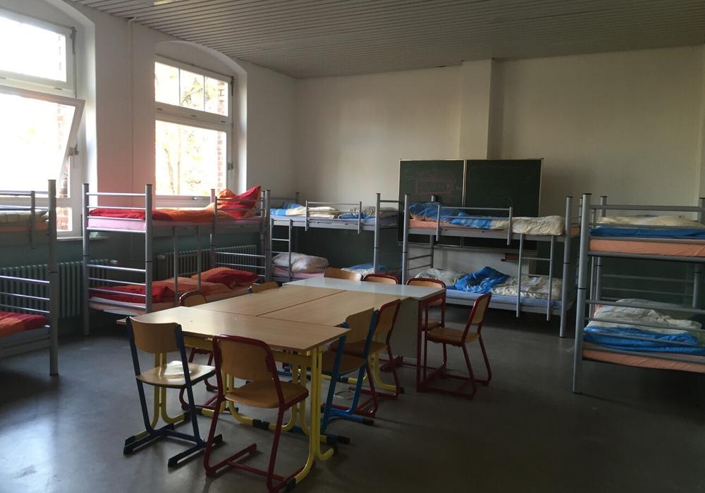 Zusätzliche 150 Betten wurden am Wochenende in der Notunterkunft in Schöppenstedt aufgebaut. Fotos: DRK