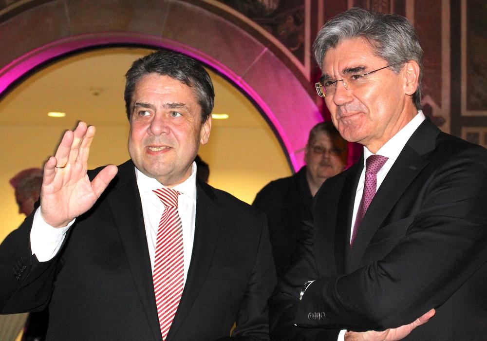 Im Dialog: Noch-Außenminister Sigmar Gabriel (l.) und Siemens-Chef Joe Kaeser. Fotos: Nick Wenkel