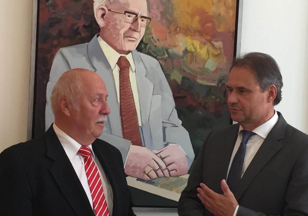 Dr. Rainer Zirbeck und Ulrich Markurth vor dem Bildnis von Otto Bennemann, Foto: Robert Braumann