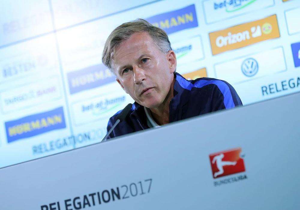 Cheftrainer Andries Jonker wünscht sich ein 6:0 gegen Braunschweig. Foto: Agentur Hübner