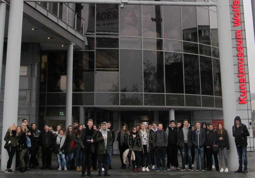 """Realschüler aus Vechelde besuchen die Ausstellung """"This was tomorrow"""". Foto: Realschule Vechelde"""