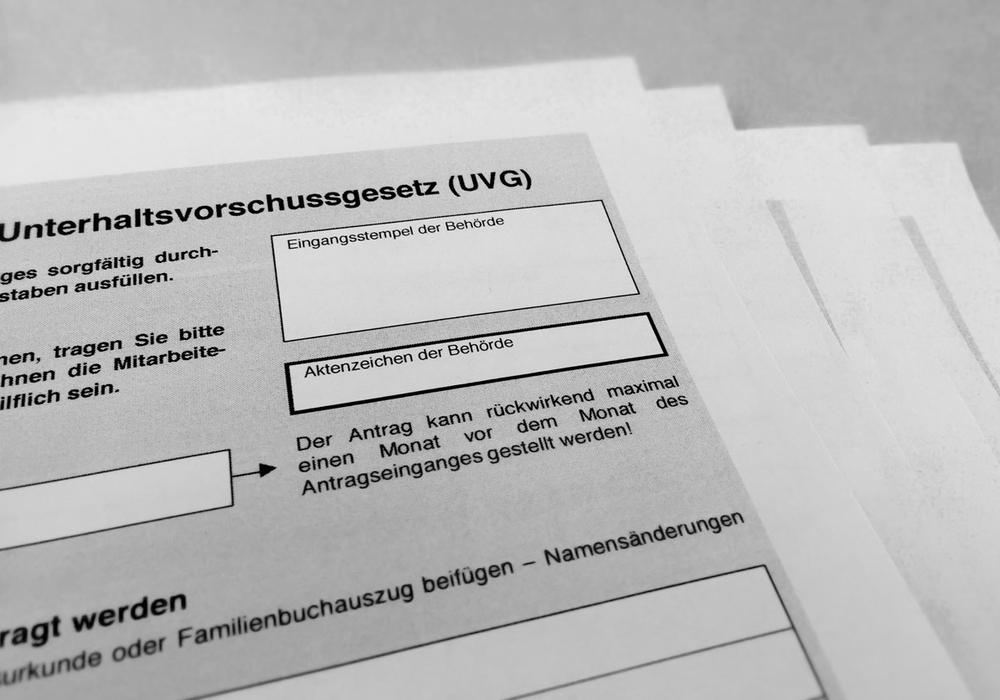 Einige UVG-Anträge liegen immer noch unbearbeitet beim Jugendamt. Symbolfoto: Alexander Panknin