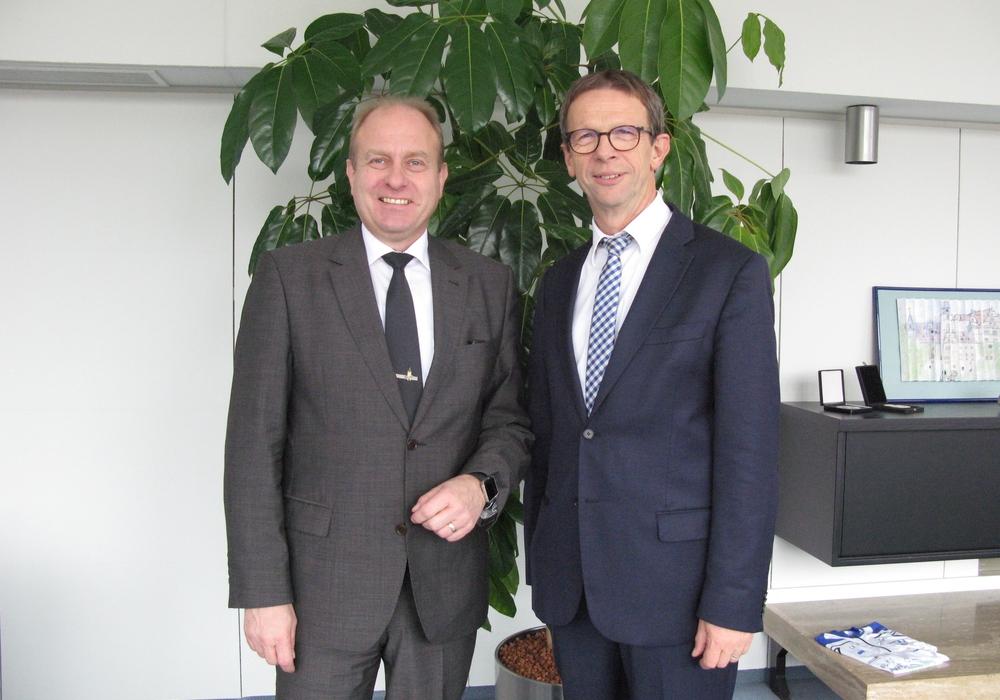 Landrat Gerhard Radeck (links) beim Antrittsbesuch in Wolfsburg. Foto: Stadt Wolfsburg