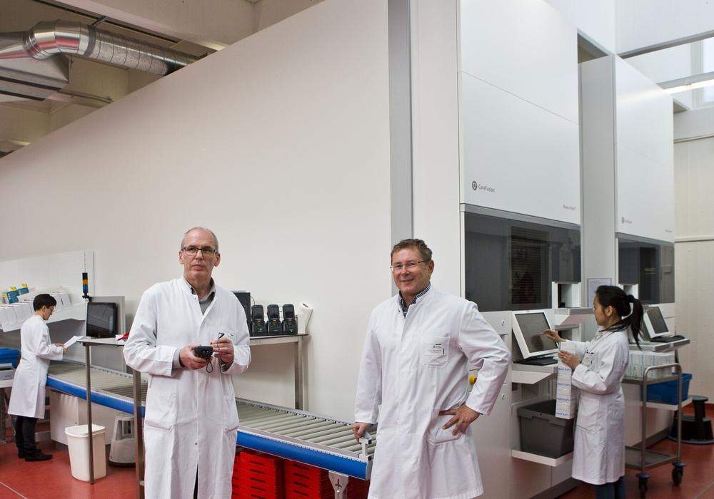 Ein neuer vollautomatischer Kommissionierautomat modernisiert nun die Arzneimittellogistik. Foto: Jörg Scheibe