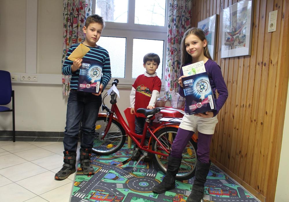 Die Gewinner der Hauptpreise Kian Puls, Tarik Ihle und Maja Drewniok (v. li.). Fotos: Alexander Dontscheff